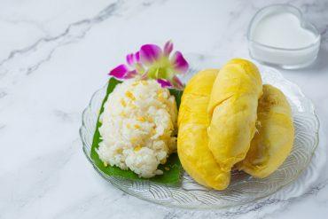 thai sweet sticky rice with durian dessert