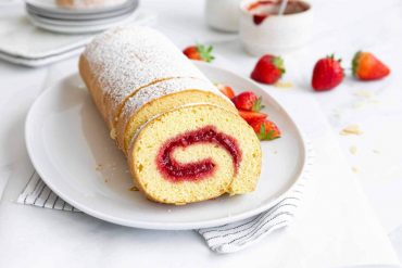 Soft Strawberry Cake Roll Recipe